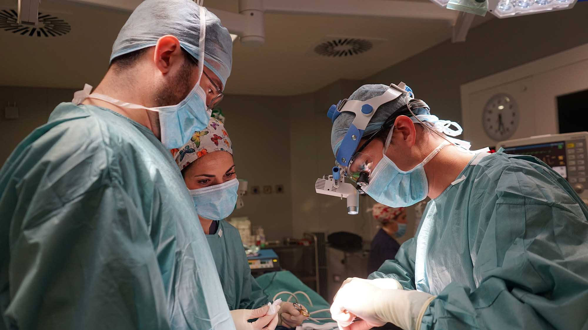 Dr. Macía and his facial feminization team during a procedure